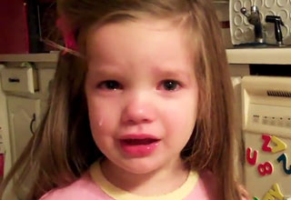Little Girl Cries That the Packers Won Against Vikings