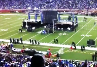 Nickelback Gets Booed at Half Time Show