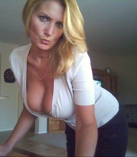 Mature Blonde Milf Cleavage Hot Girls Wallpaper