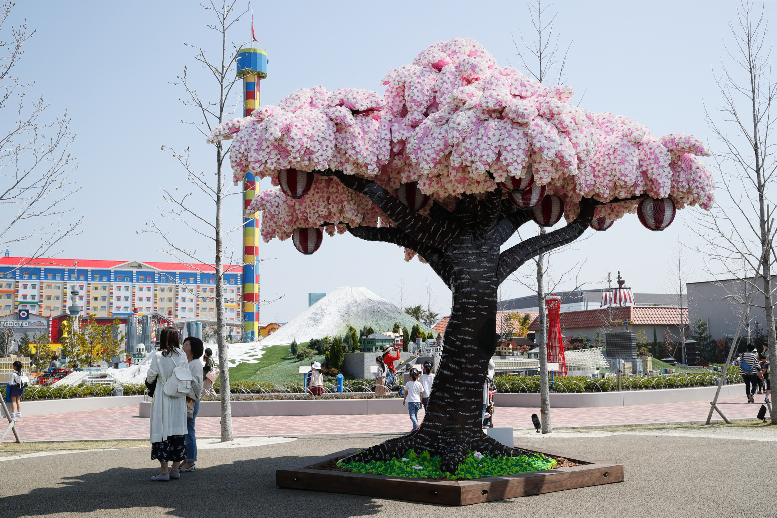 18 - 881,470 brick cherry blossom tree in LEGOLAND, Japan