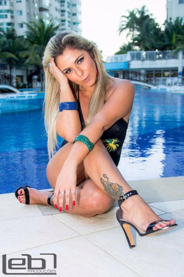 "9 - Brazil's ""Hottest Cop"" Lives Up To Her Name"