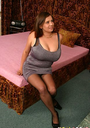 Top heavy milf gifs — photo 10