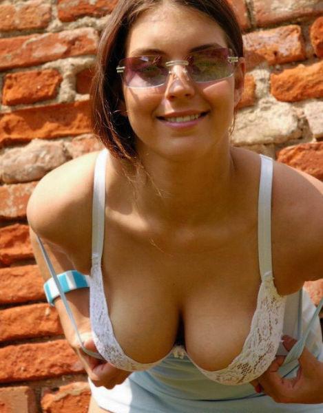 Big tits hanging down