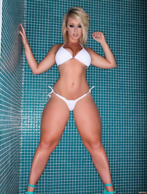 Extremely curvy girls