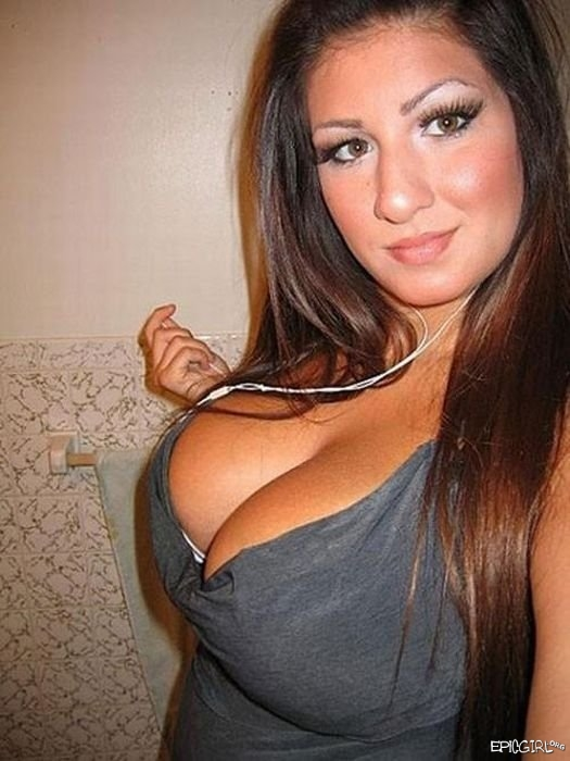 Girls With Epic Cleavage