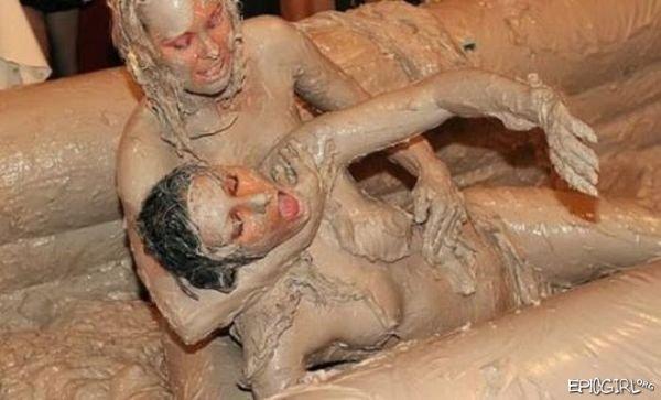 Sexy naked girlsfighting in mud — img 8