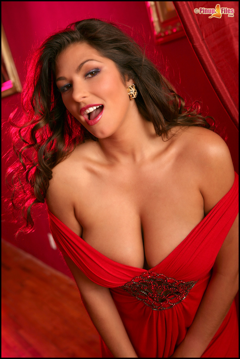 Hynas Naked Cheap cleavage babes - gallery | ebaum's world