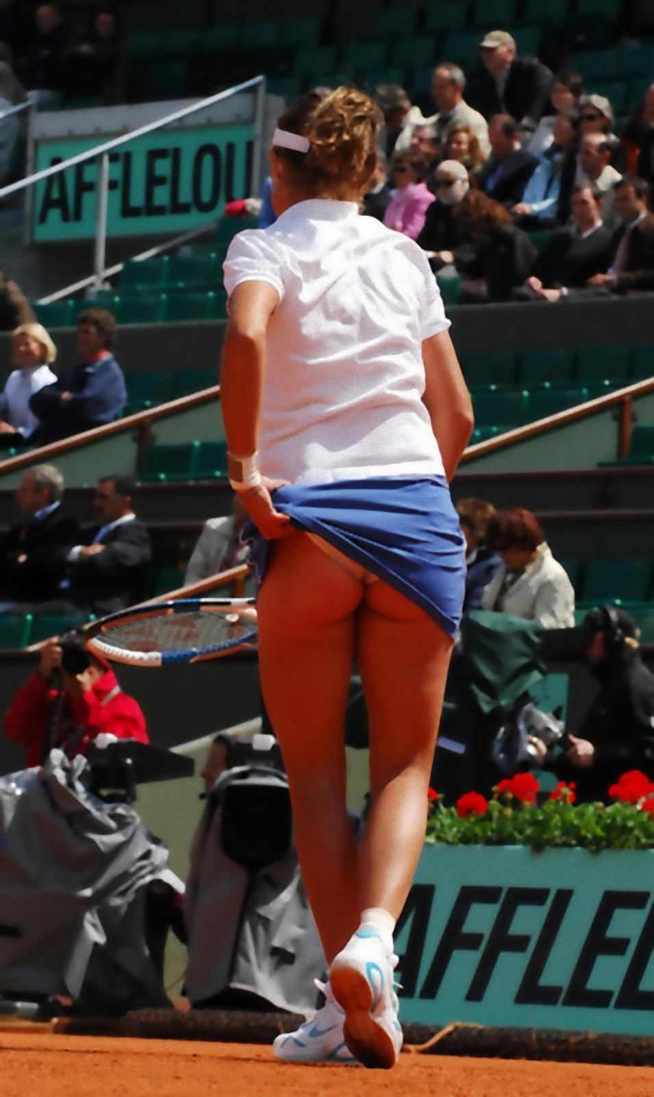 Фото белья под юбкой у теннисисток