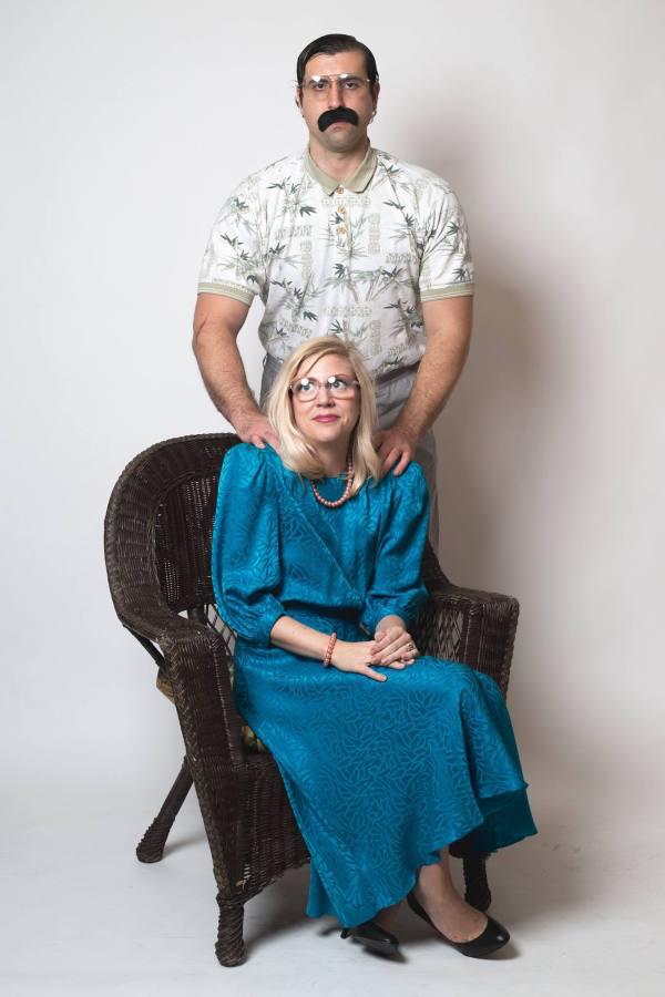 A Couples Amazingly Awkward Engagement Photos Show Us All What - 35 awkward engagement photos ever