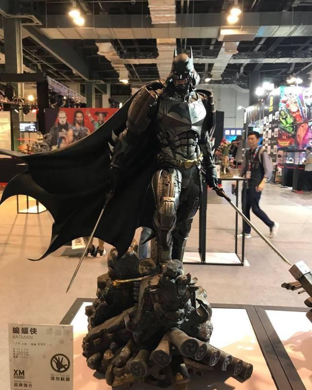 6 - Batman cosplaying