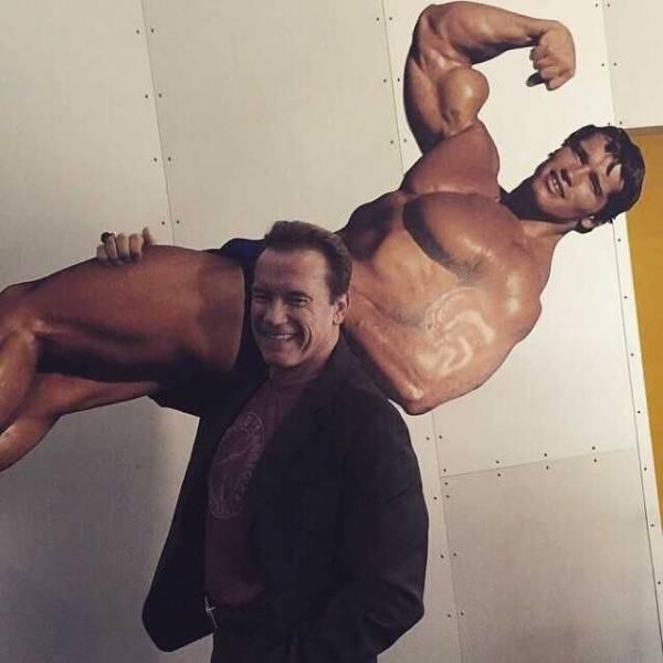 13 - Arnold Schwarzenegger carrying cardboard cutout of himself