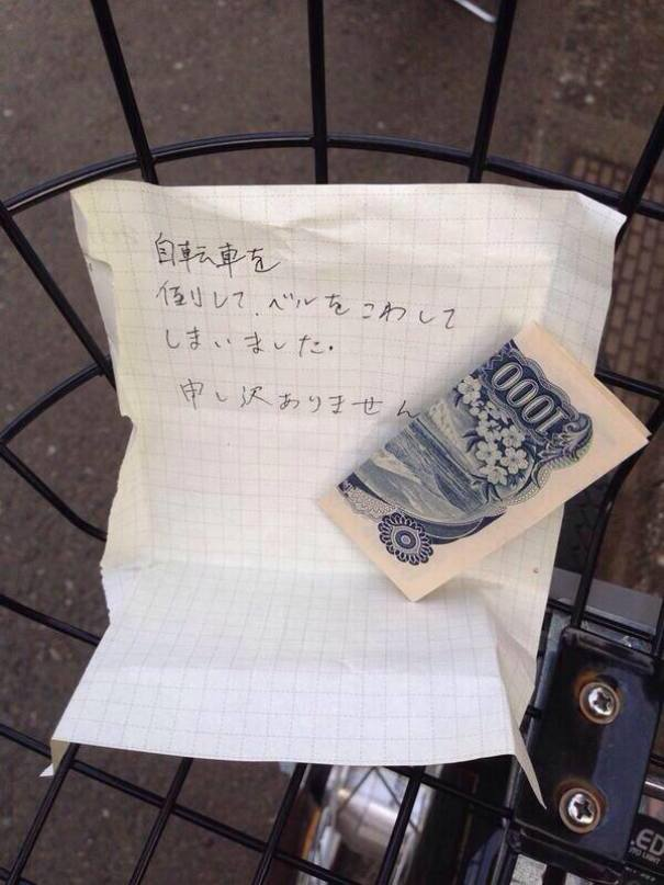 "10 - The note says ""I accidentally knocked over your bike and broke the bell. I am very sorry."""