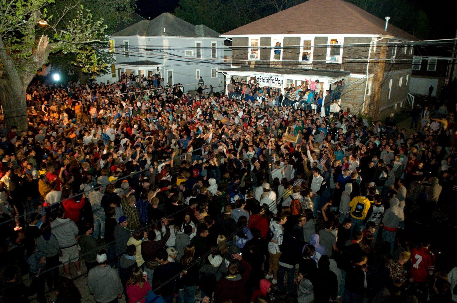20 Universities Rated Top Party Schools! - Gallery | eBaum's World
