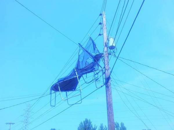 diaforetiko.gr : 84714201 32 Στιγμές που ο άνεμος έπαιξε άσχημα παιχνίδια στην ζωή μας. Δείτε τι έπαθαν…