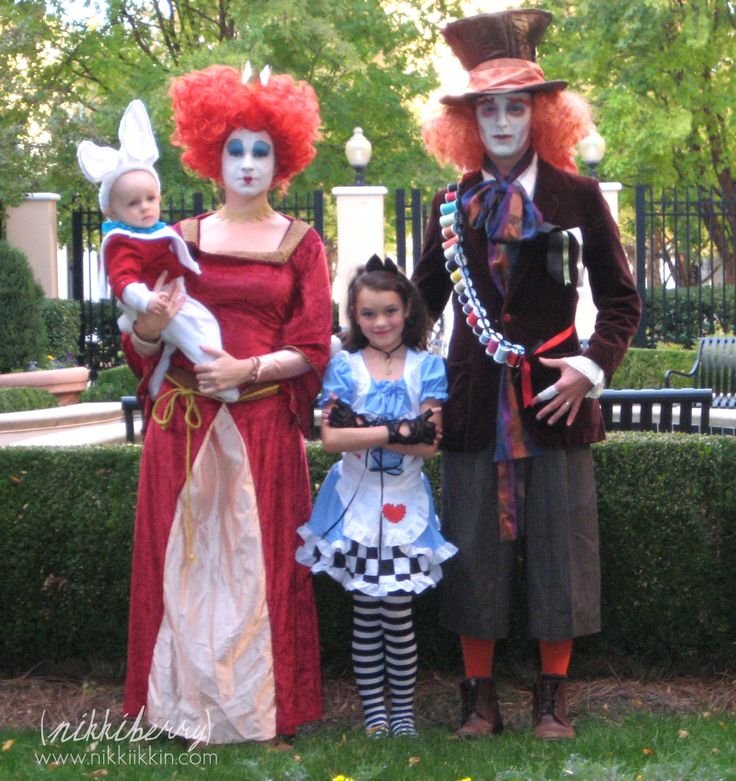 1 the 23 greatest family halloween costumes ever