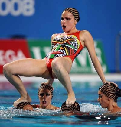 27 synchronized swimming funny freeze frames   wow