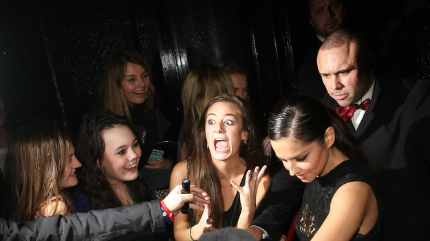 27 Extremely Awkward Celebrity Fan Photos! - Facepalm ...