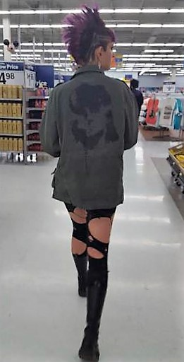 32 - Crazy People Of Walmart