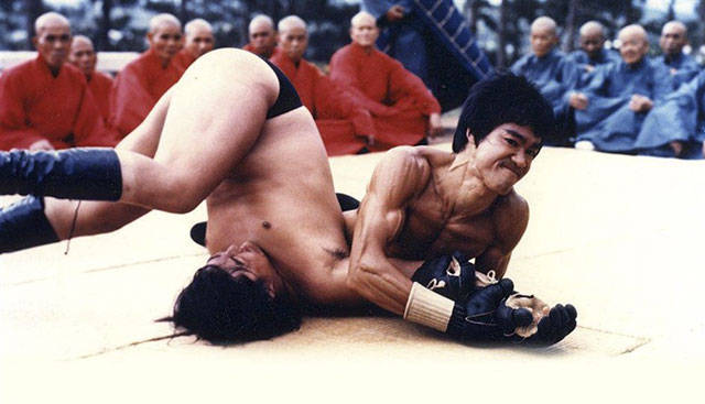 1 - Cool pics of sheer awesomeness - Bruce Lee pinning on of his opponents to the ground.