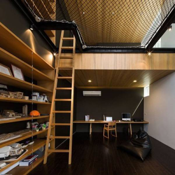 26 - Awesome configuration of a studio with a net overhead for sleeping on.
