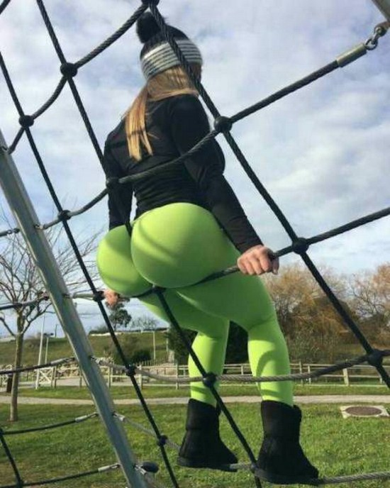 9 - 30 Reasons To Love Yoga Pants