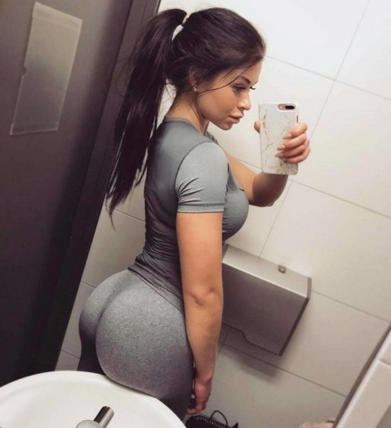 18 - 30 Reasons To Love Yoga Pants