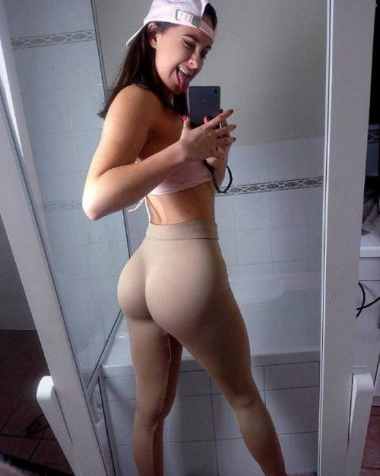 25 - 30 Reasons To Love Yoga Pants