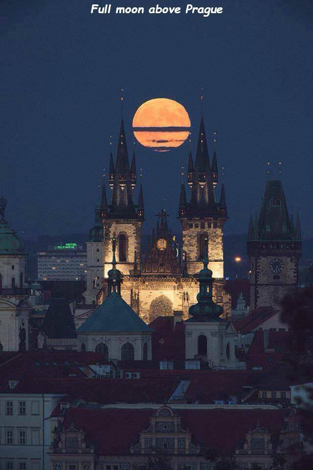 39 - cool pic of the moon rising over Prague