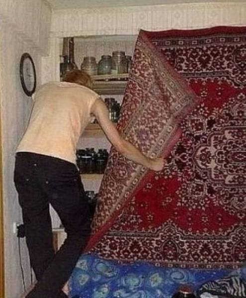 13 - 28 Pics to Prove How Much the Russians Love Their Carpets