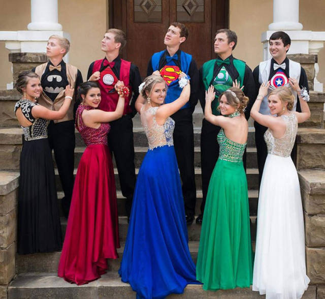 19 - 30 Times Proms Had Something Funny Going On