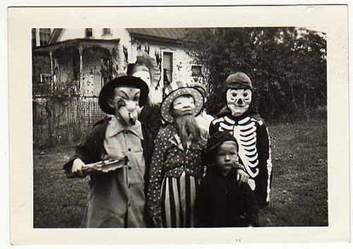 42 Vintage Halloween Photos That Will Haunt Your Dreams - Wtf ...