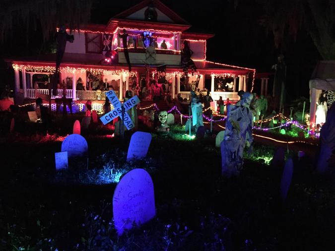 20 houses that are clearly winning at halloween gallery - Casas americanas por dentro ...