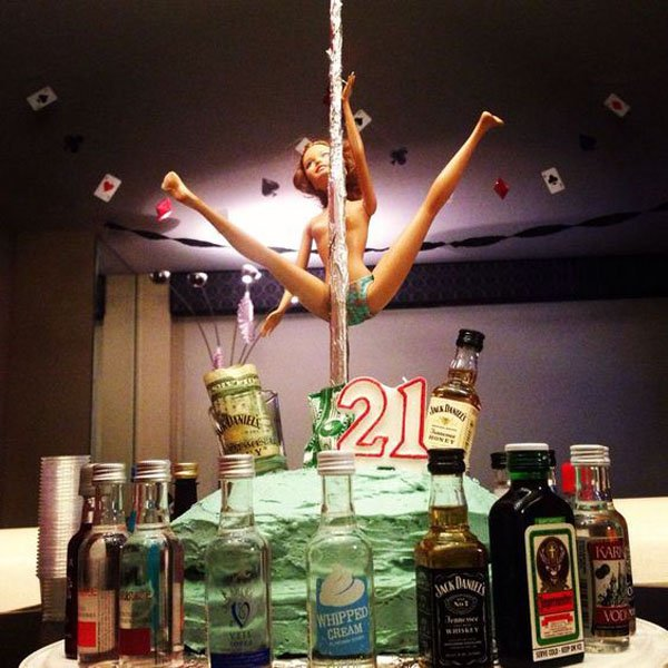 21 Budget Friendly Cool Diy Home Bar You Need In Your Home: 21 Of The Funniest 21st Birthday Cakes Ever!