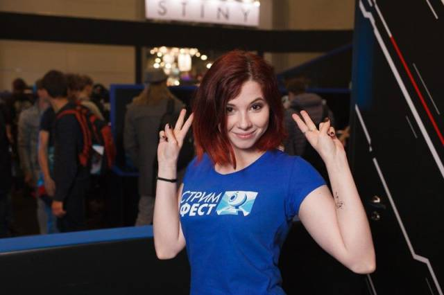 9 - Russian Gaming Festival Has Some Pretty Hot Gamer Girls