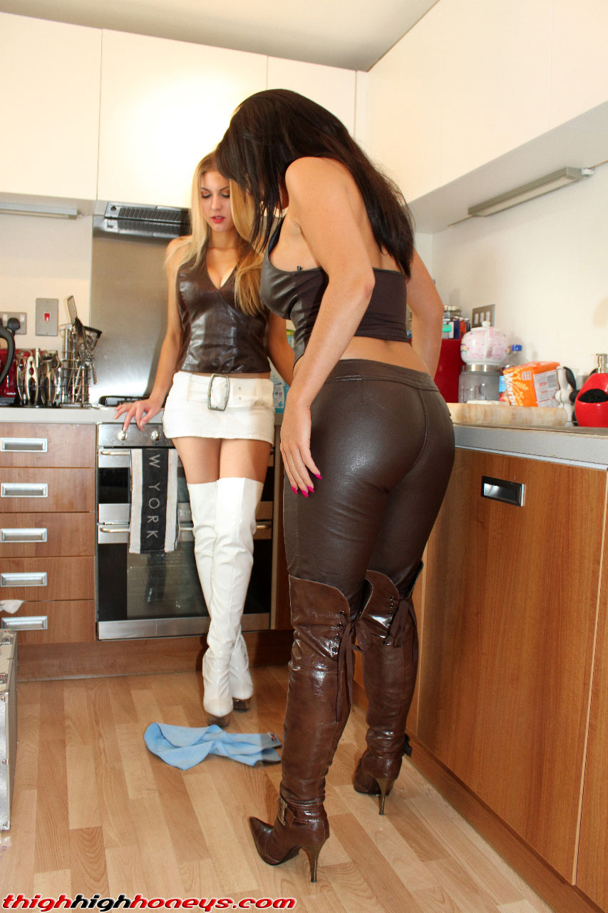 sexy leather babes