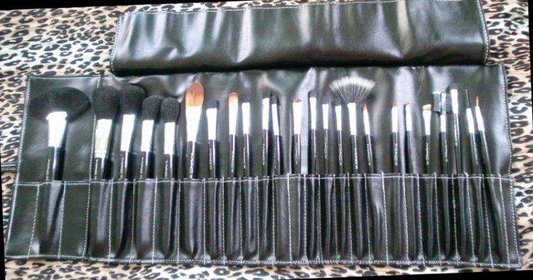 m a c professional m a c makeup brush set 24 pc new. Black Bedroom Furniture Sets. Home Design Ideas