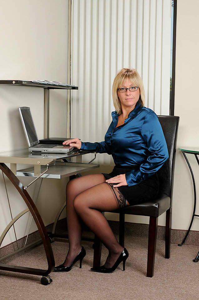 miss sweeney office milf   picture ebaum s world