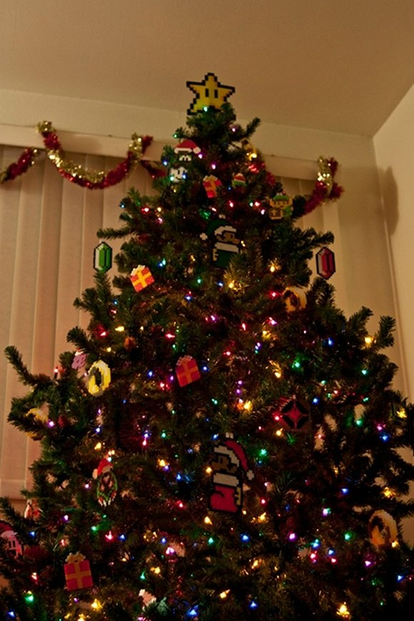 27 Awesomely Nerdy Christmas Trees - Funny Gallery | eBaum's World
