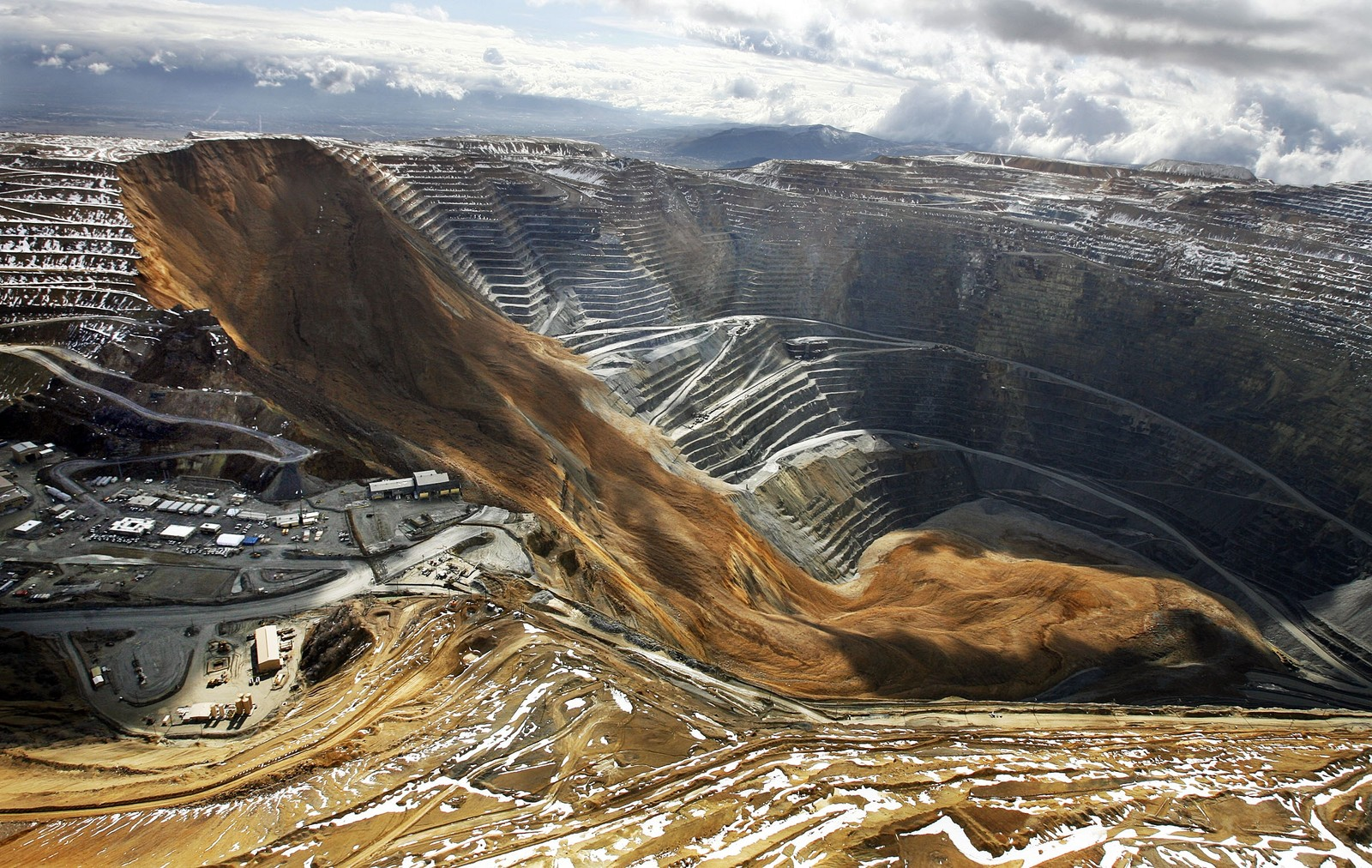 2 - Largest North American landslide on record, Bingham Canyon Mine, Utah, 2013
