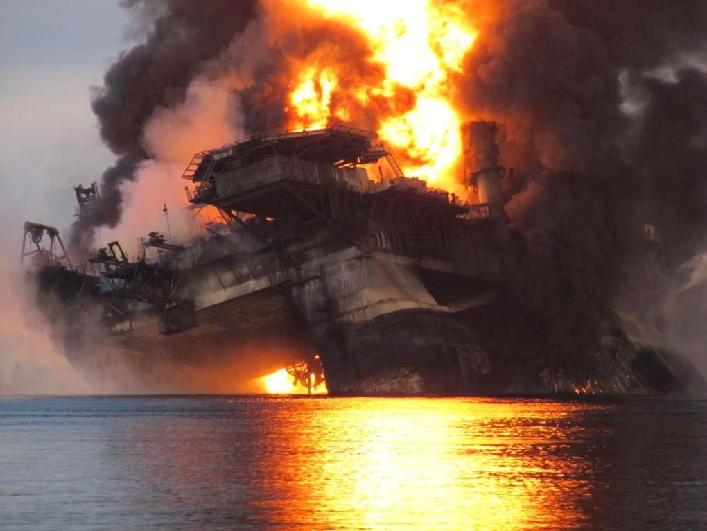 12 - Collapse of Deepwater Horizon Rig
