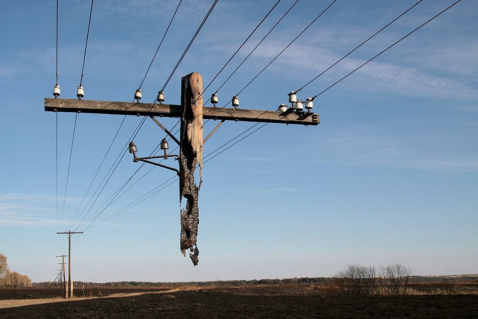 14 - Electric pole hanging after a wild fire