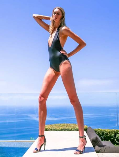 21 - This Woman Has The Longest Legs In AmericaLauren Williams is a volleyball player, and model who has gained notoriety for her 49 inch legs. She currently holds the title as the woman with America's Longest Legs.