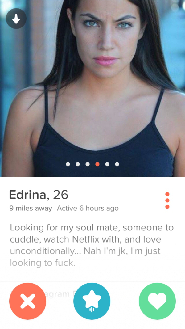 8 Hot Tinder Girls That Got Straight To The Point