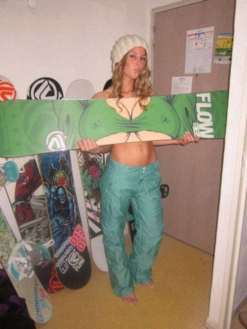 31 - Girl holding her snowboard in a clever way