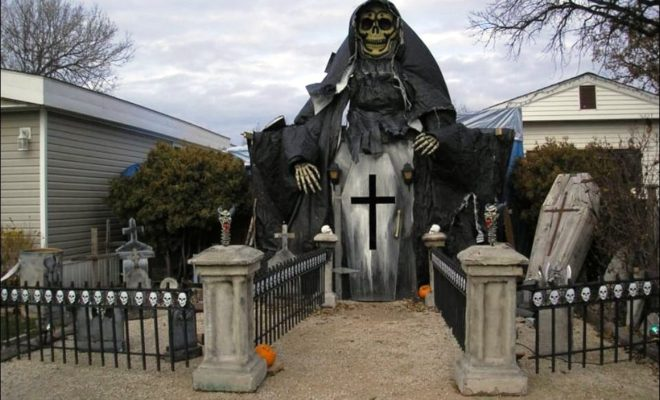 30 31 of the best decorated halloween houses