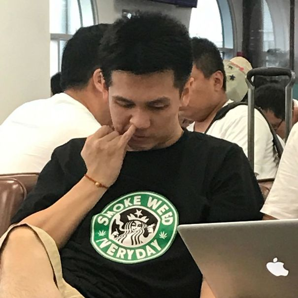 20 Chinese People Who Have No Idea What Their Shirts Say