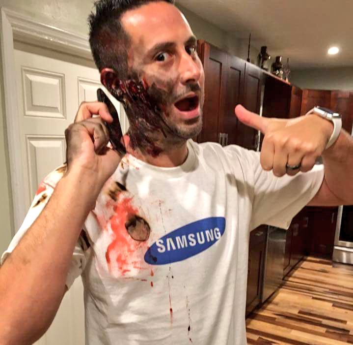 2 hilarious samsung galaxy note 7 halloween costumes - Halloween Costumes For 7