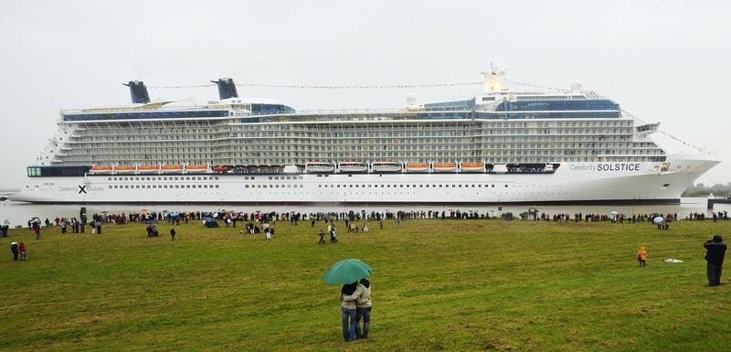 WORLDS LARGEST CRUISE SHIP Gallery EBaums World - Largest cruise ship of the world