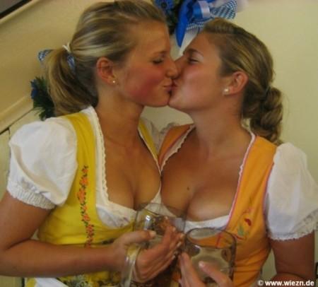 dve-bolshie-lezbiyanki