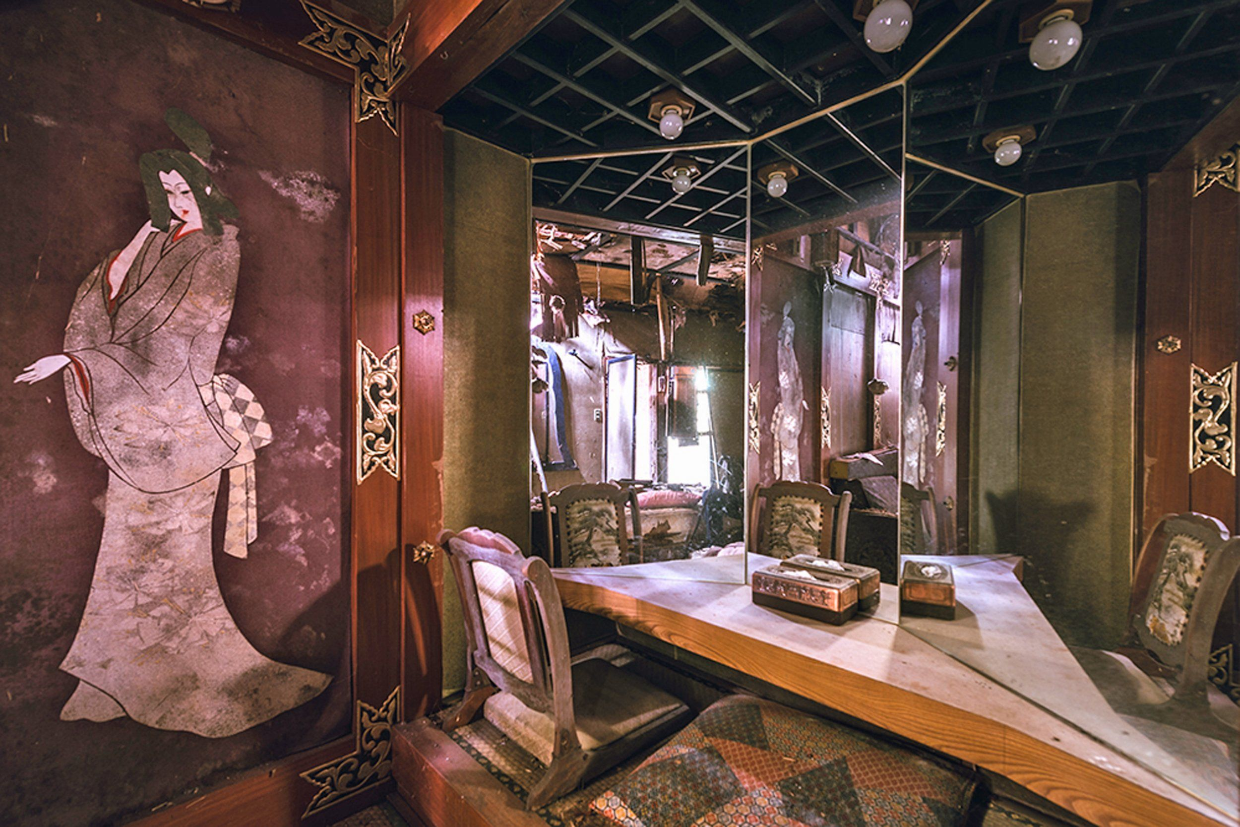 Take A Look Inside An Abandoned Love Hotel In Japan Creepy Gallery
